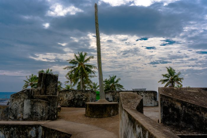 anjengo-fort-flagpost