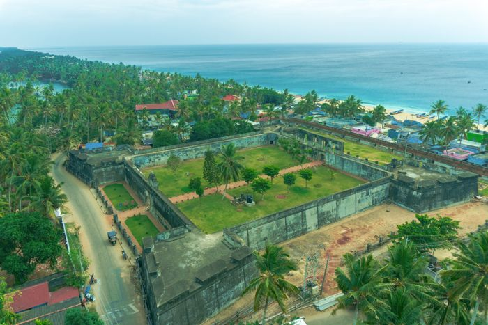 anjengo-fort-lighthouse-view