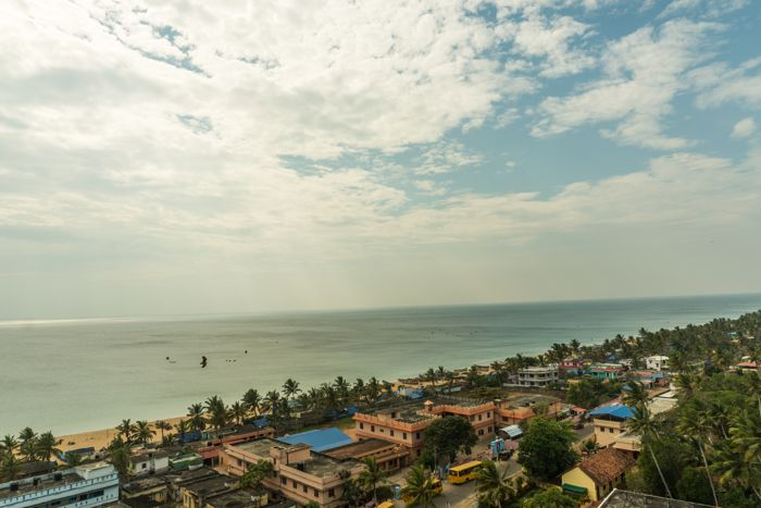 anjengo-lighthouse-coastal-view