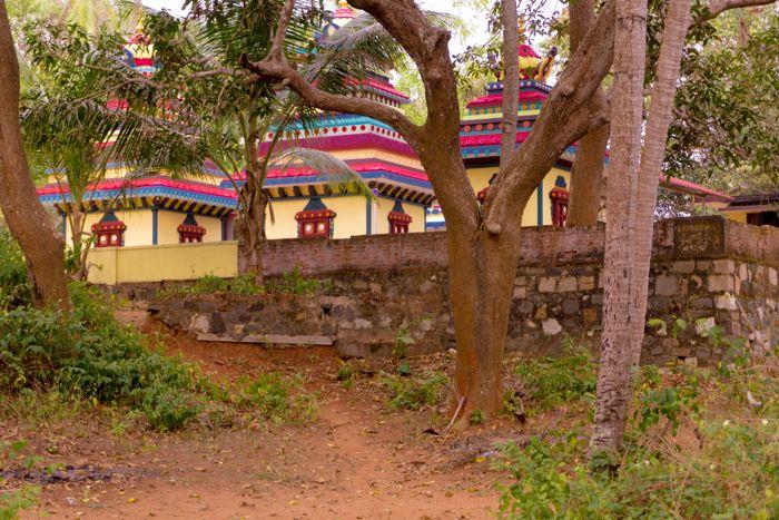 golden island ponnumthuruth temple