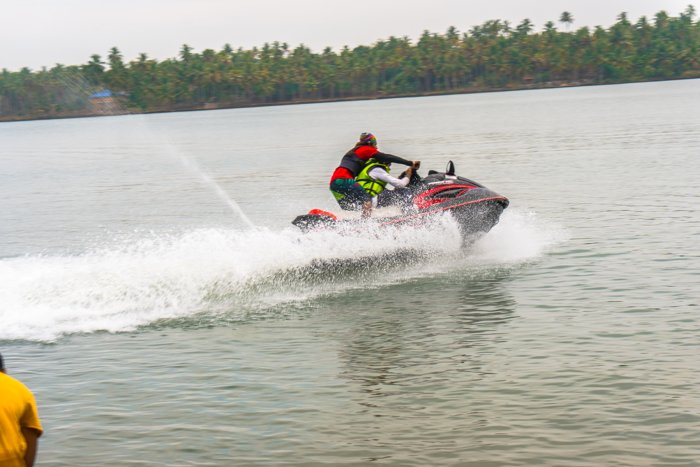 Flysports water jet ski