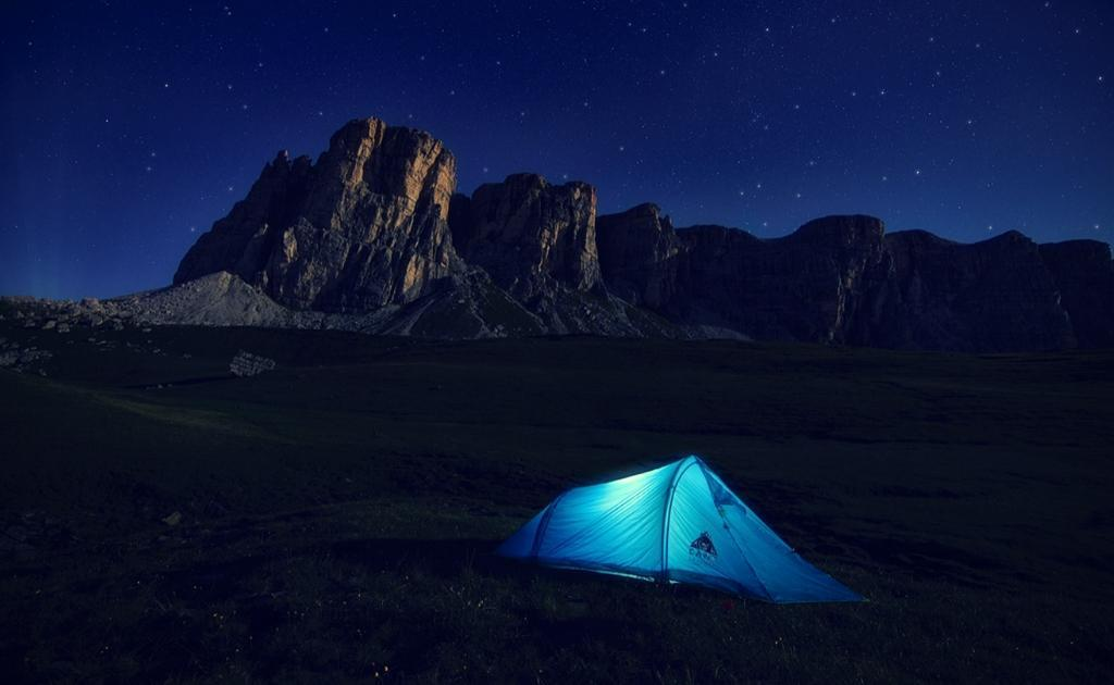 using camping lantern to lit up a camping tent